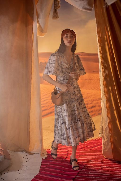 Váy cổ tim chân váy xếp ly 2 tầng