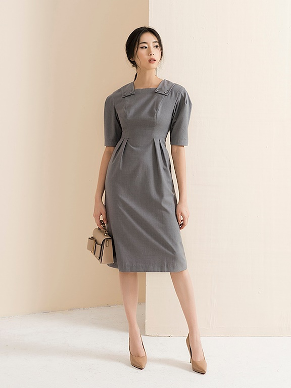 Váy cổ vuông vai đính cúc