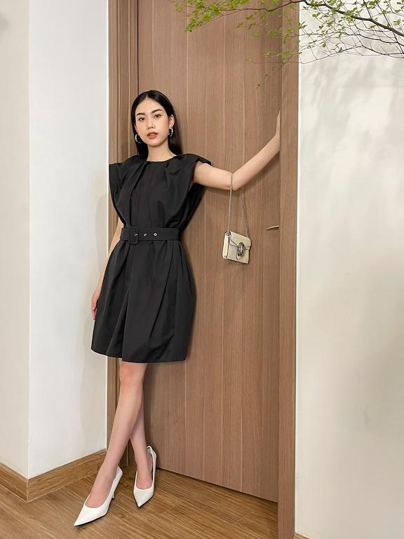 Đầm suông ngắn vai chờm thắt đai eo